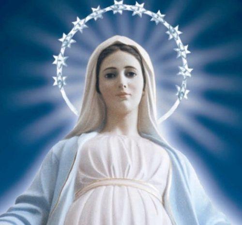 RESEÑA: La Santísima Virgen María, Reina