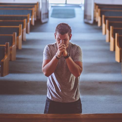 Catequesis del Papa: la oración es refugio ante la ola de maldad que crece en el mundo