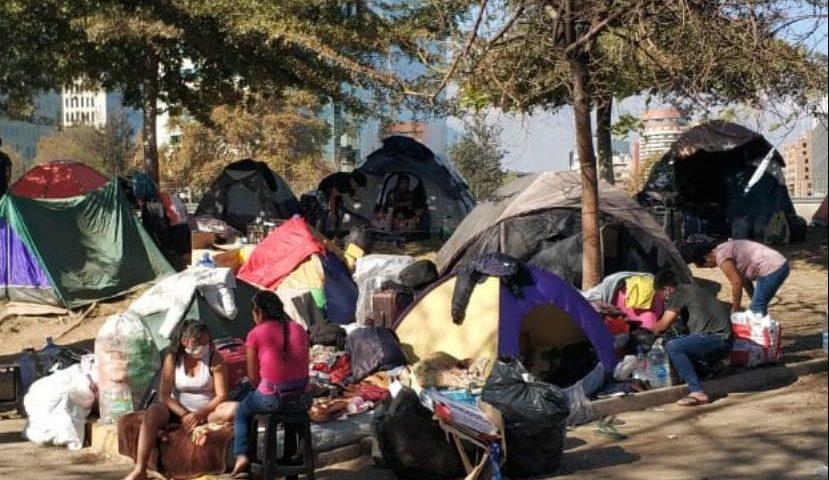 Más de 300 bolivianos serán albergados por el Arzobispado de Santiago en un colegio de la corporación educacional